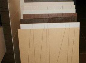 选购技巧:含陶成分高刚性差易使瓷砖变色