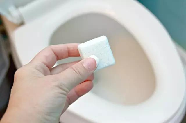 除了洁厕宝,马桶水箱还可以怎么清洗?