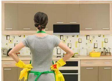 还在为厨房清洁抓破脑袋?几招实用厨房清洁小窍门解决你的烦恼