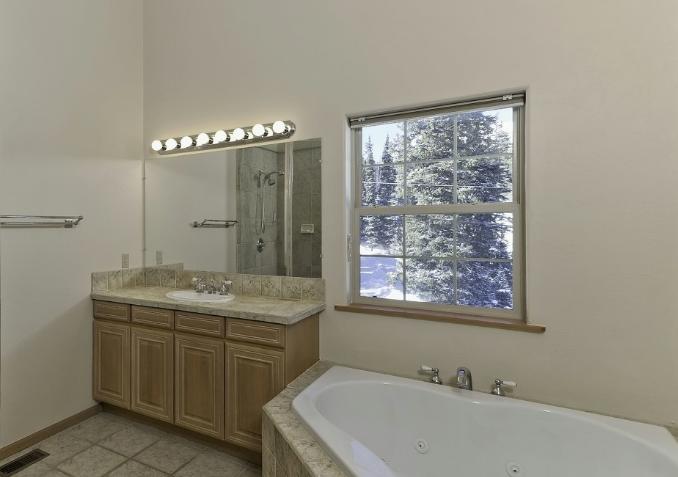 浴室柜排名要了解之外,还得了解产品的选购技巧