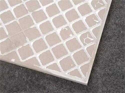 瓷磚背面的脫模劑怎么去除?有必要嗎?