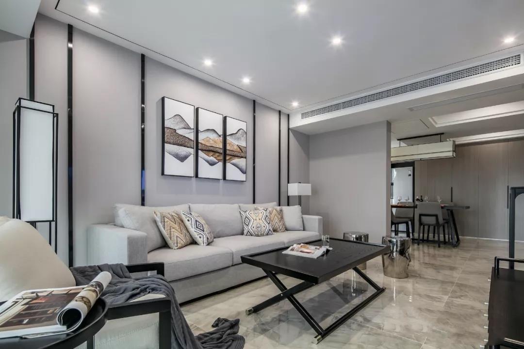 客厅贴瓷砖还是铺木地板?一位老装修工的建议最中肯