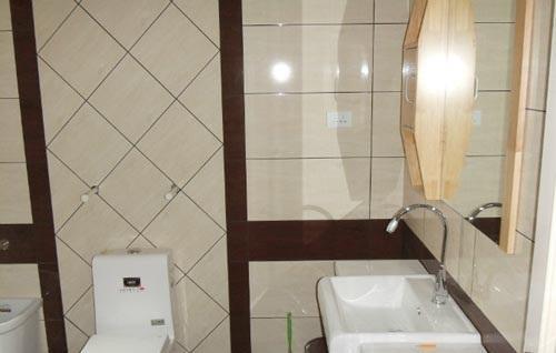 利用不同瓷砖铺贴法打造个性沐浴空间