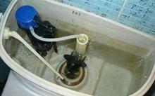 马桶底部漏水怎么修?五步帮你解决问题