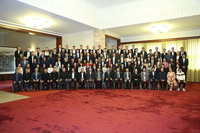 第九届中国房地产与泛家居行业跨界峰会参会人员大合照