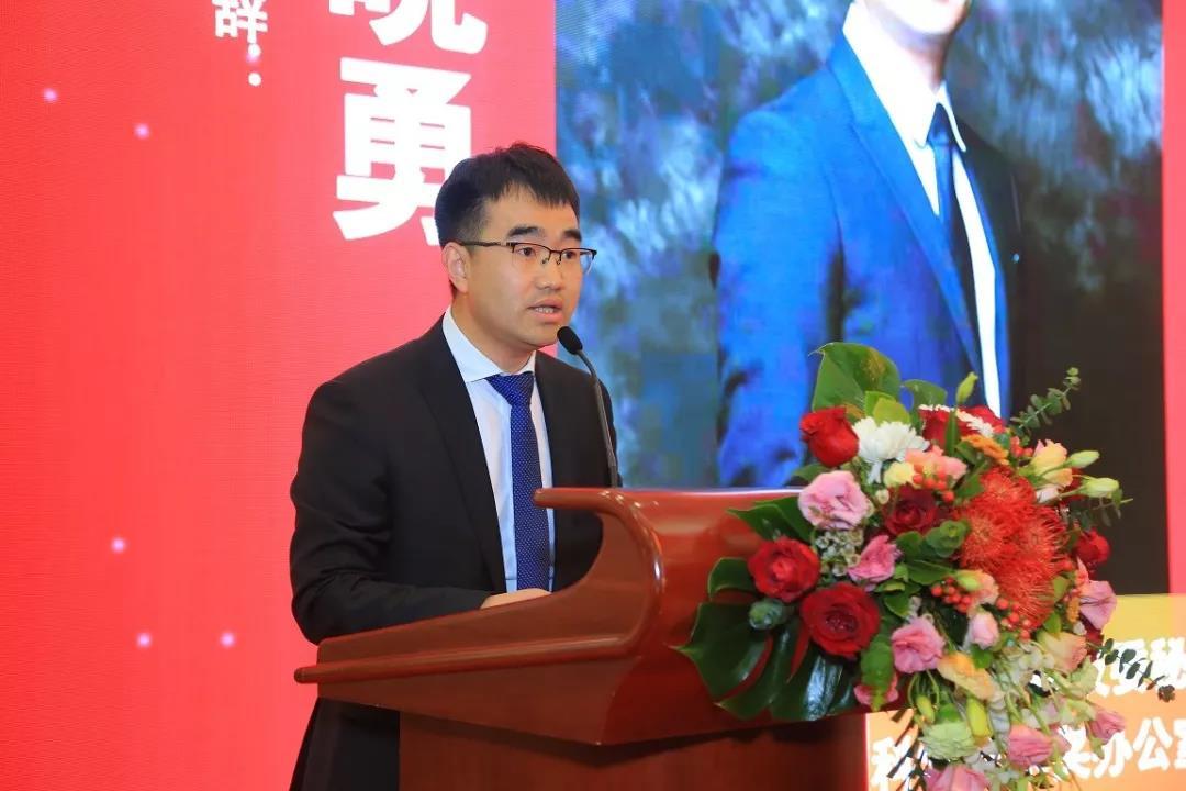 中国建筑装饰协会科学技术奖办公室主任孙晓勇作为主办方代表致辞