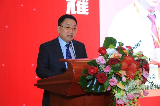 中国国际贸易促进委员会建筑材料行业分会副会长王耀代表中国建筑材料联合会和中国国际贸易促进委员会建筑材料行业分会致辞。