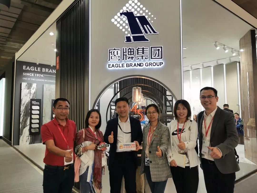 9月23日中陶君走訪鷹牌集團參展展位