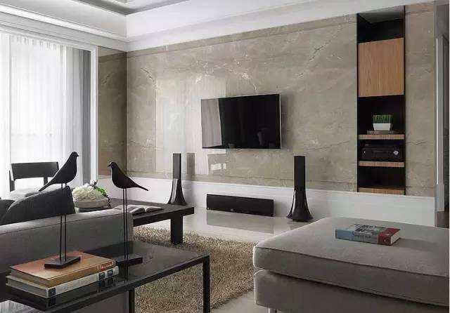 电视墙面用瓷砖背景墙好还是壁纸好?