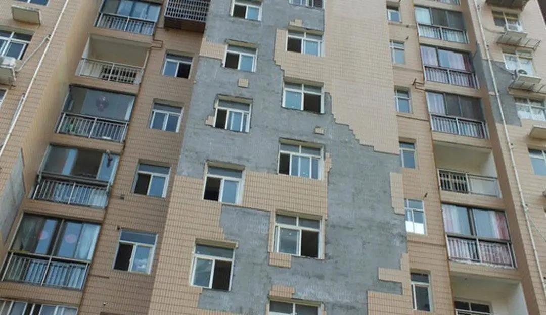 瓷砖伤人,221住户每家赔3600余元!是业主还是瓷砖冤?