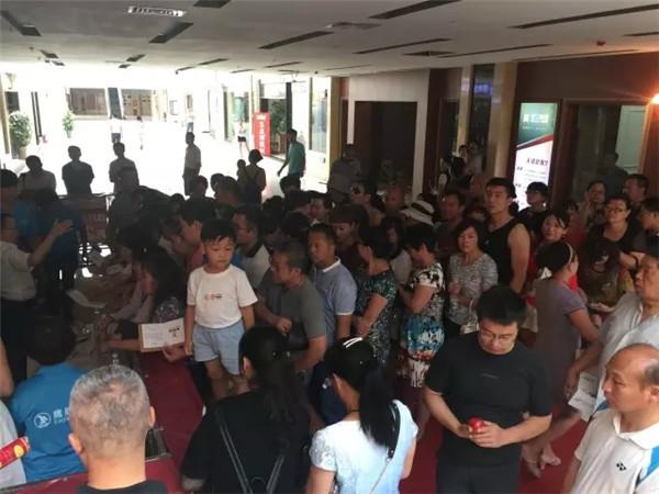 下一篇:鷹牌陶瓷克拉瑪依旗艦店盛大開業,受到當地市民的熱捧
