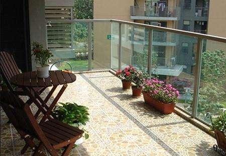 阳台装修贴瓷砖好还是壁纸好?