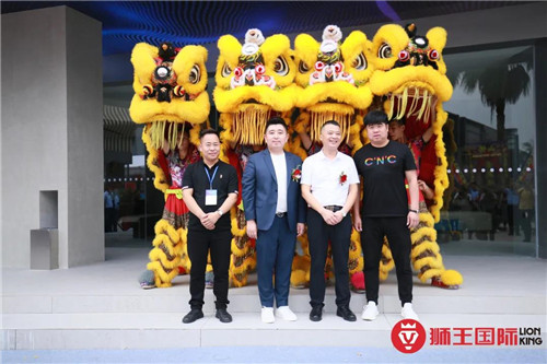 实力铸就 荣誉征程   热烈祝贺狮王瓷砖连续十届蝉联中国陶界至高荣誉中国陶瓷十大品牌!