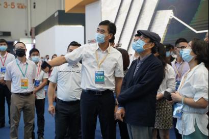 碧桂园董事局主席杨国强点赞蒙娜丽莎瓷砖6米超大规格岩板